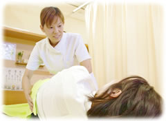 POINT4:女性施術者の写真